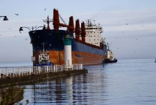 Image of shipping vessel at Oshawa Harbour